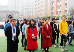 中国五冶大学组织学生对食堂进行安全卫生检查